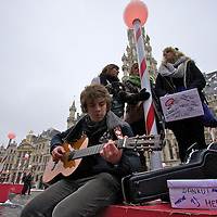 Kids from Studio Brussels sing for a Christmas charity