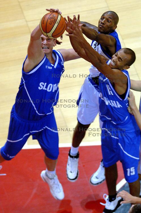 06-09-2006 BASKETBAL: NEDERLAND - SLOWAKIJE: GRONINGEN<br /> De basketballers hebben ook de tweede wedstrijd in de kwalificatiereeks voor het Europees kampioenschap in winst omgezet. In Groningen werd een overwinning geboekt op Slowakije: 71-63 / Sydmill Harris<br /> &copy;2006-WWW.FOTOHOOGENDOORN.NL