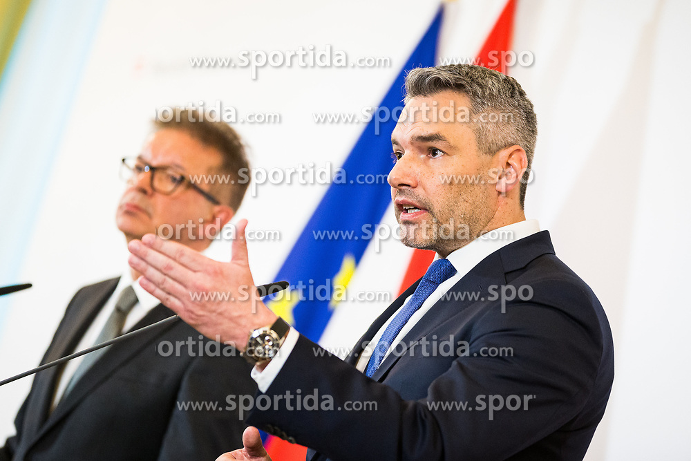15.01.2020, Bundeskanzleramt, Wien, AUT, Bundesregierung, Pressefoyer nach Sitzung des Ministerrats, im Bild v. l. Rudolf Anschober (Gruene), Karl Nehammer (OeVP)// during media briefing after cabinet meeting at the federal chancellery in Vienna, Austria on 2020/01/15. EXPA Pictures © 2020, PhotoCredit: EXPA/ Florian Schroetter