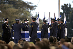 September 30, 2016 - Jerusalem, Israel - Israeli honor guards salute the casket of former Israeli President Shimon Peres during the funeral at Mt. Herzl Cemetery September 30, 2016 in Jerusalem, Israel. Peres passed away on September 28th at the age of 93 and was the last of the founding fathers of modern Israel. (Credit Image: © Presidenciamx/Planet Pix via ZUMA Wire)