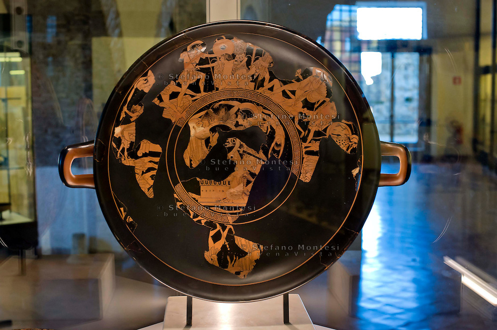 Cerveteri 30 Agosto 2014<br /> La Kylix di Euphronios , La coppa di Eufronio, capolavoro dell'arte greca del 500-490 a.C, esposta al Museo Nazionale Caerite fino a Settembre.<br /> Cerveteri August 30, 2014 <br /> The Kylix by Euphronios, The cup of Euphronios, a masterpiece of Greek 500-490 BC, on display at the National Museum Caerite until September.