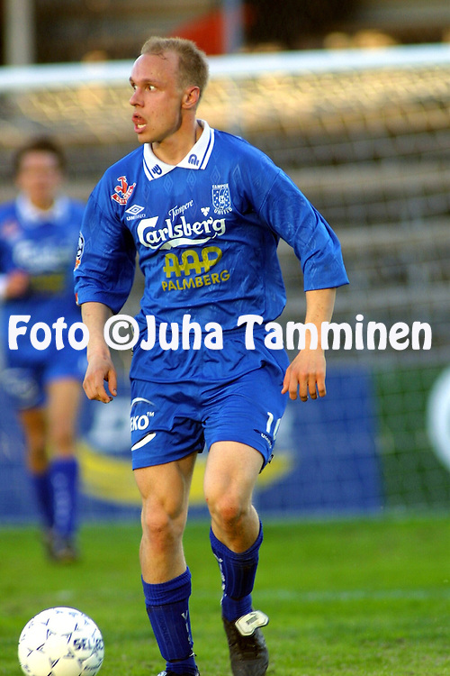 03.05.2001 Tampere, Finland. Veikkausliiga, Tampere United v FC Jazz. Ville Lehtinen (TreU)..©JUHA TAMMINEN