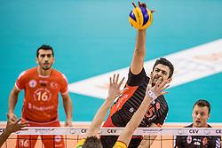 15-02-2017 NED: Draisma Dynamo - Ziraat Bankasi Ankara, Apeldoorn <br /> CEV Volleyball Challenge Cup 2017 / Dynamo verliest met 3-1 - Koray Sahin #15
