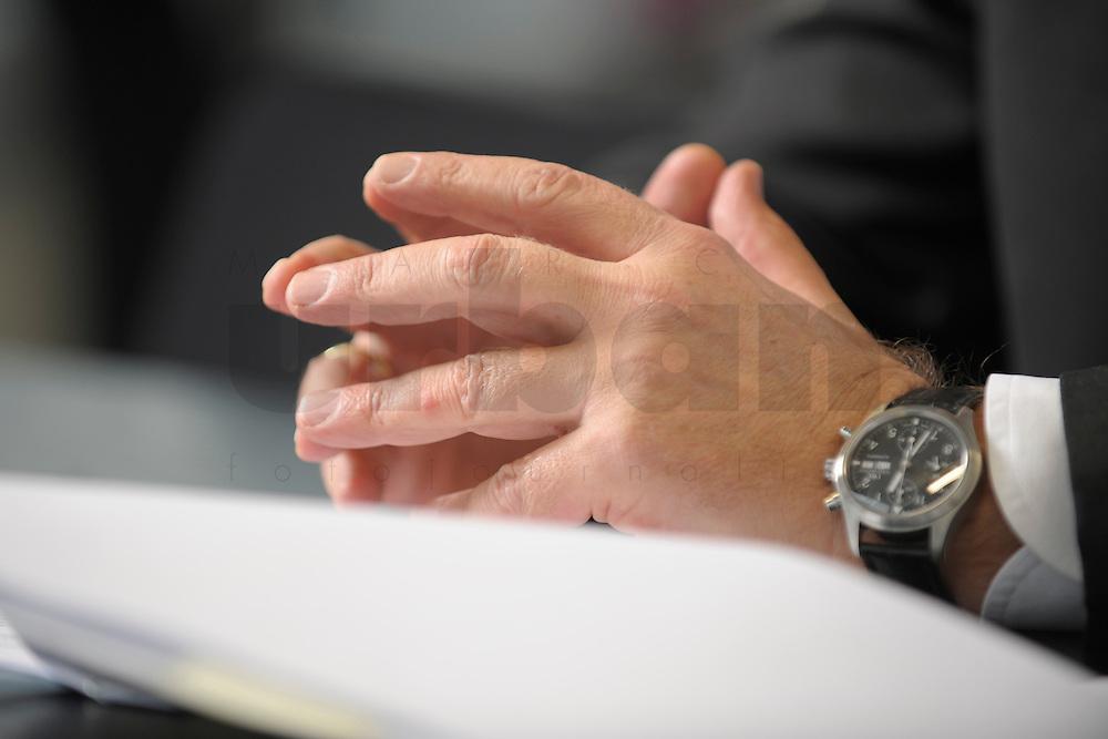 03 JAN 2008, BERLIN/GERMANY:<br /> Haende von Ronald Pofalla, CDU Generalsekretaer, waehrend einem Interview, in seinem Buero, Konrad-Adenauer-Haus<br /> IMAGE: 20080103-01-022<br /> KEYWORDS: Hand, Hände