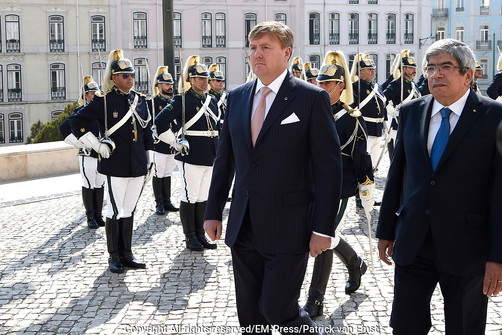 Staatsbezoek van Koning Willem Alexander en Koningin M&aacute;xima, aan de Portugese Republiek.<br /> <br /> Statevisit of King Willem Alexander and Queen Maxima to the republic of Portugal<br /> <br /> Op de foto / On the photo: Ontmoeting met Voorzitter in de  Pal&aacute;cio de S&atilde;o Bento / Meeting with President in Pal&aacute;cio de S&atilde;o Bento