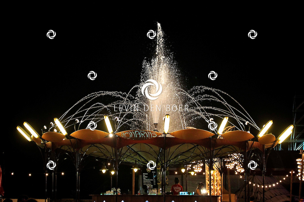 SCHIJNDEL - De avond is gevallen op Paaspop 2011. FOTO LEVIN DEN BOER - PERSFOTO.N