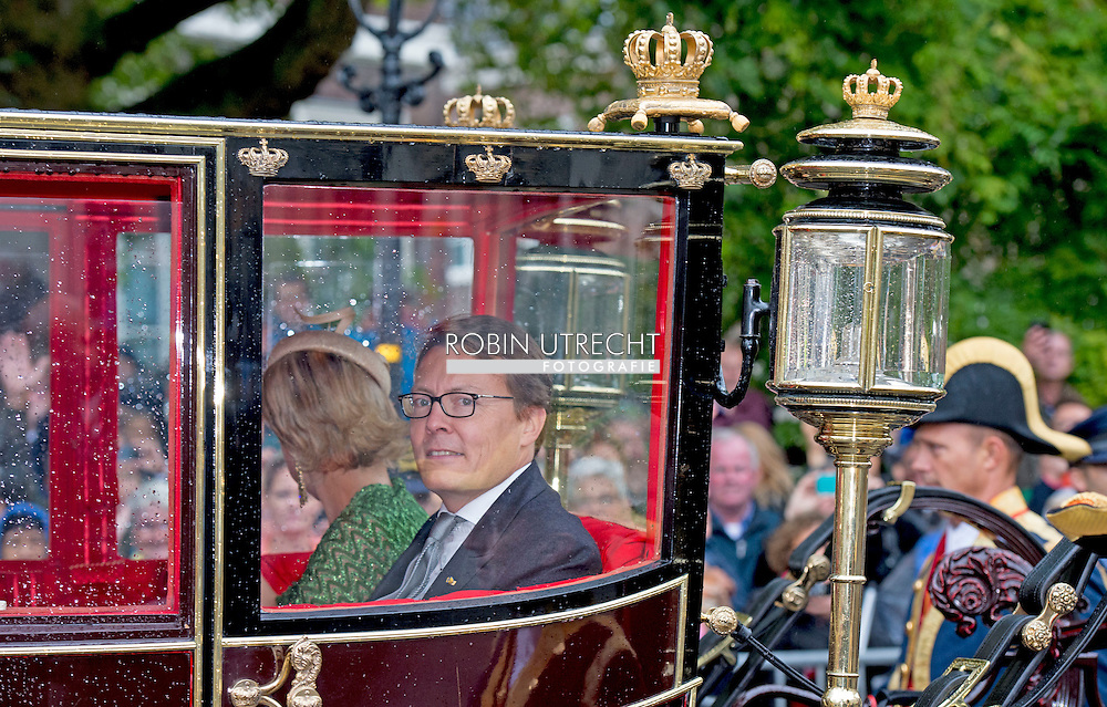 15-9-2015 THE HAGUE - Prince Constantijn and Princess Laurentien waving King Willem-Alexander and Queen Maxima from Noordeinde Palace on Budget Day 2015. Every third Tuesday of September is Budget Day, the festive opening of the new parliamentary year of the States General (the Senate and House). His Majesty the King on Budget Day rides in the Golden Carriage to the Binnenhof in The Hague speaks during the joint session of the States General in the Knights from the throne speech. COPYRIGHT ROBIN UTRECHT