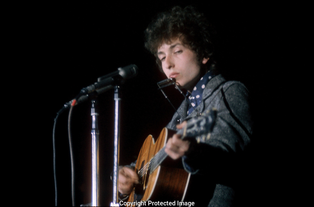 A 29.5 MG IMAGE OF:..Bob Dylan performing in Washington, DC in February of 1968...Photo by Dennis brack B 7