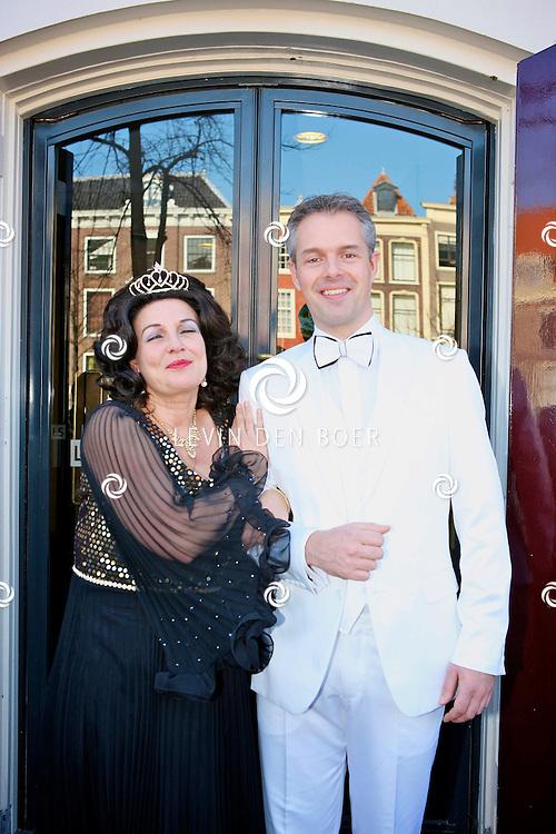 LEIDEN - In de Leidse schouwburg is de perspresentatie van De Zangeres Zonder Naam gehouden.  Met op de foto Ellen Pieters en Jasper Kerkhof. FOTO LEVIN DEN BOER - PERSFOTO.NU