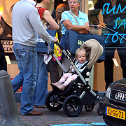 NLD/Laren/20070811 - Fons de Poel wandeld met zijn dochter Mazarine in de buggy