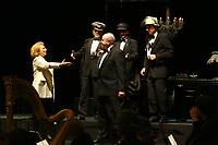 Mannheim. 11.02.18  <br /> Nationaltheater. Gro&szlig;e b&uuml;rgerschaftliche Auszeichnung &quot;Das Bloomaul&quot; an Rolf G&ouml;tz.<br /> Das Auswahlkomitee, darunter Bert Siegelmann, Achim Weizel und Marcus Haas, entschied sich f&uuml;r Rolf G&ouml;tz. Helen Heberer h&auml;lt die Laudatio.<br /> Bild-ID 075   Markus Pro&szlig;witz 11FEB18 / masterpress