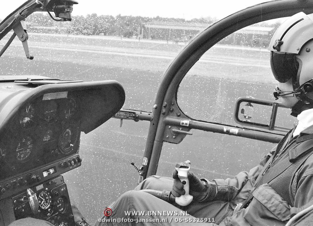 Laatste Allouette squadron vertrekt vanaf Soesterberg, cockpit