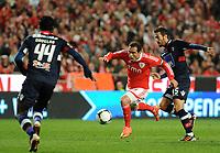 20120331: LISBON, PORTUGAL – Portuguese Liga Zon Sagres 2011/2012 - SL Benfica vs CS Braga.<br />In picture: Benfica's Bruno Cesar, from Brazil, center, fights for the ball with Braga's Hugo Viana.<br />PHOTO: Alvaro Isidoro/CITYFILES