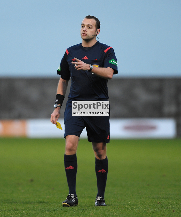Referee Gavin Duncan<br /> <br /> East Fife v Montrose, SPFL League 2, 19th December 2015<br /> <br /> (c) Alex Todd | SportPix.org.uk