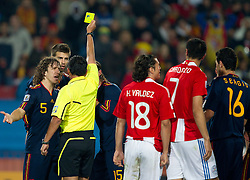 03.07.2010, Ellis Park, Johannesburg, RSA, FIFA WM 2010, Viertelfinale, Paraguay (PAR) vs Spanien (ESP), im Bild Carles Puyol of Spain, Gerard Pique of Spain and referee Carlos Batres with yellow card for Pique and penalty shot for Paraguay during the  2010 FIFA World Cup South Africa Quarter Finals. EXPA Pictures © 2010, PhotoCredit: EXPA/ Sportida/ Vid Ponikvar +++ Slovenia OUT +++
