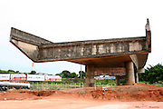 Betim_MG, Brasil...Obra inacabada do DNIT na BR 381 em Betim...The unfinished work in the BR 381 in Betim...Foto: LEO DRUMOND / NITRO