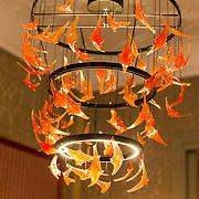 """NLD/Den Haag/20190919 - Prinses Margarita exposeert op Masterly The Hague, Bibi Smit heeft kunstwerk 'Swarm Chandelier"""" gemaakt"""