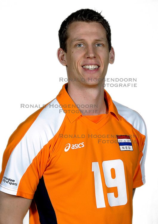 18-05-2010 VOLLEYBAL: NEDERLANDS HEREN VOLLEYBAL TEAM: CAPELLE AAN DE IJSSEL<br /> Reportage Nederlands volleybalteam mannen / Mathijs Mast<br /> &copy;2010-WWW.FOTOHOOGENDOORN.NL