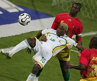 v.l. Sibusiso Zuma, Dian Bobo Balde Guinea<br /> Africa Cup 2006 Suedafrika - Guinea<br /> Sør-Afrika<br /> Norway only