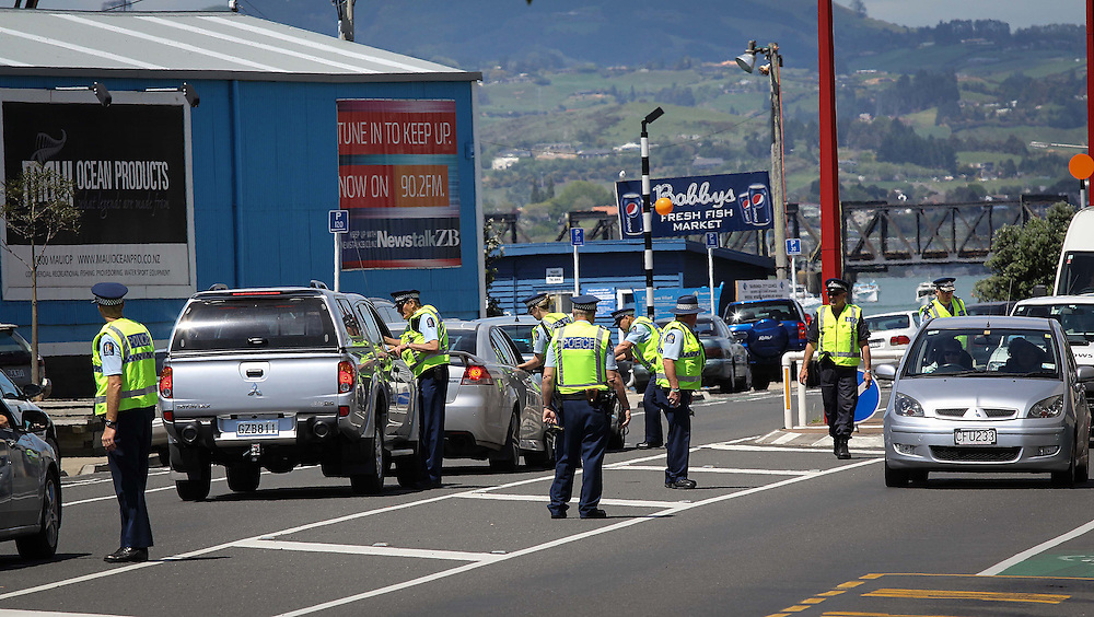 Police at a check point, part of the national Labour weekend 'Operation Presence', cracking down on drivers over the long weekend, Tauranga, New Zealand, Saturday, October 26, 2013. Credit:SNPA / Cameron Avery