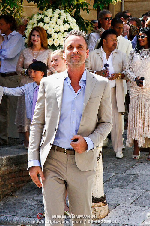 ITA/Siena/20100717 Wedding of soccerplayer Wesley Sneijder and tv host Yolanthe Cabau van Kasbergen, Erik Kusters