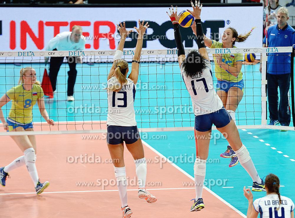 27-09-2015 NED: Volleyball European Championship Slovenie - Italie, Apeldoorn<br /> Italie wint met 3-0 van Slovenie / Monika Potokar #16<br /> Photo by Ronald Hoogendoorn / Sportida