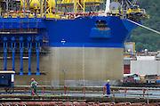 am 26.11.2012 bei der Werft Verolme mit Werftarbeitern