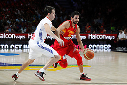 10.09.2014, Palacio de los deportes, Madrid, ESP, FIBA WM, Frankreich vs Spanien, Viertelfinale, im Bild Spain´s Ricky Rubio (R) and France´s Heurtel // during FIBA Basketball World Cup Spain 2014 Quarter-Final match between France and Spain at the Palacio de los deportes in Madrid, Spain on 2014/09/10. EXPA Pictures © 2014, PhotoCredit: EXPA/ Alterphotos/ Victor Blanco<br /> <br /> *****ATTENTION - OUT of ESP, SUI*****