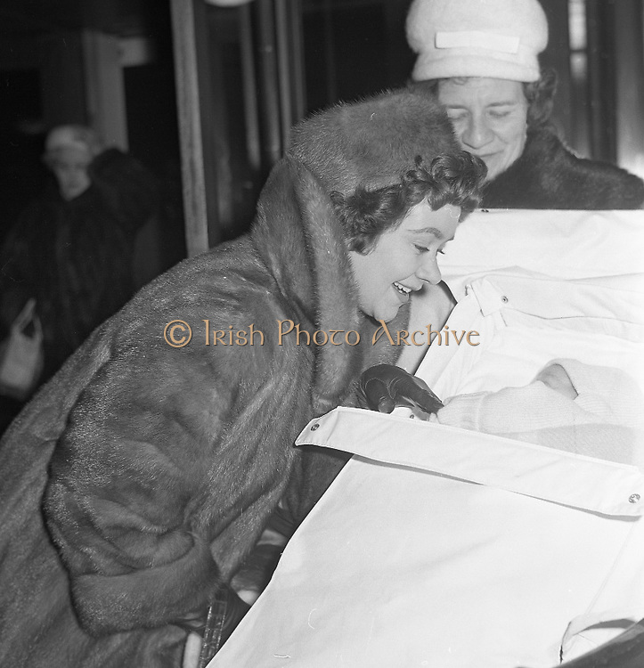 Lady Olivier, Joan Plowright, with her five week old son Richard at DAP..12.01.1962