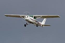 Cessna 152 (N95995) on approach into Palo Alto Airport (KPAO), Palo Alto, California, United States of America