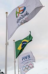 03-08-2016 BRA: Olympic Games day -3, Rio de Janeiro<br /> Training Nederland in het Beach Volleyball Arena op de Copacabana / Vlaggen item Rio 2016, FiVB, BraziliÎ, ringen