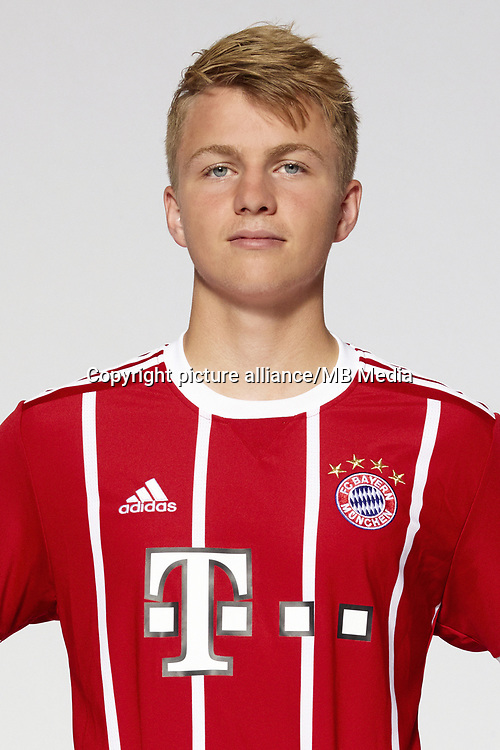 German Bundesliga, official photocall FC Bayern Munich for season 2017/18 in Munich, Germany: Felix Goetze.  Foto: Peter Kneffel/dpa | usage worldwide