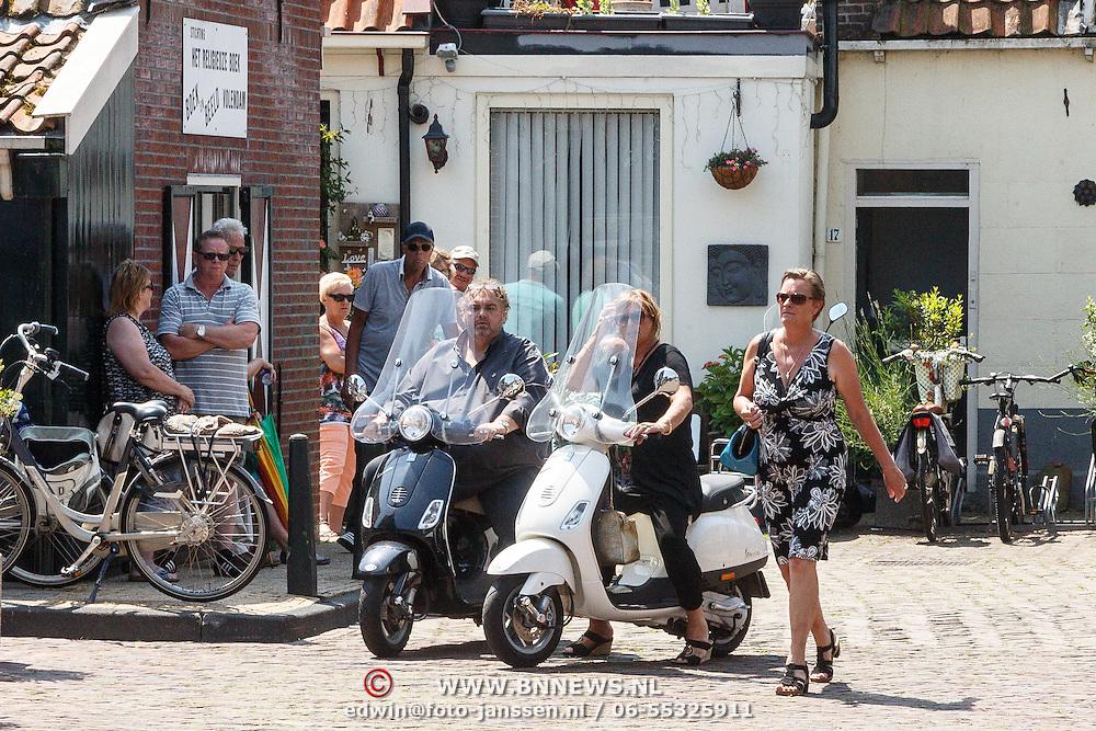 NLD/Volendam/20150703 - Uitvaart Jaap Buijs, aankomst Peter Beense