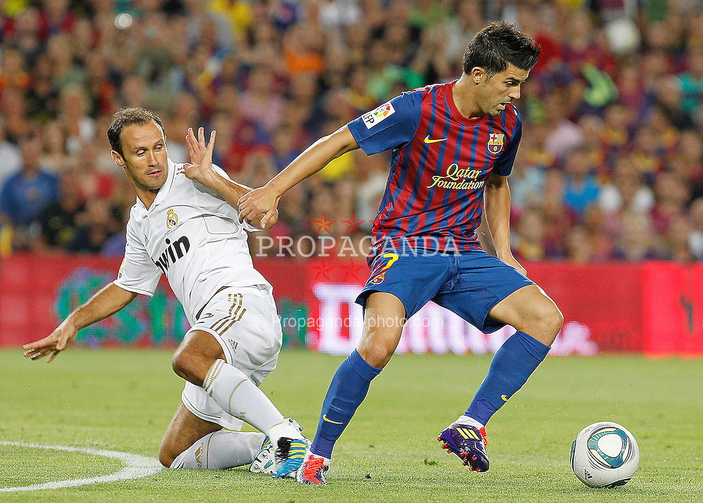 17.08.2011, Camp Nou, Barcelona, ESP, Supercup 2011, FC Barcelona vs Real Madrid, im Bild FC Barcelona's David Villa (r) and Real Madrid's Ricardo Carvalho during Spanish Supercup 2nd match.August 17,2011. EXPA Pictures © 2011, PhotoCredit: EXPA/ Alterphotos/ Acero +++++ ATTENTION - OUT OF SPAIN / ESP +++++