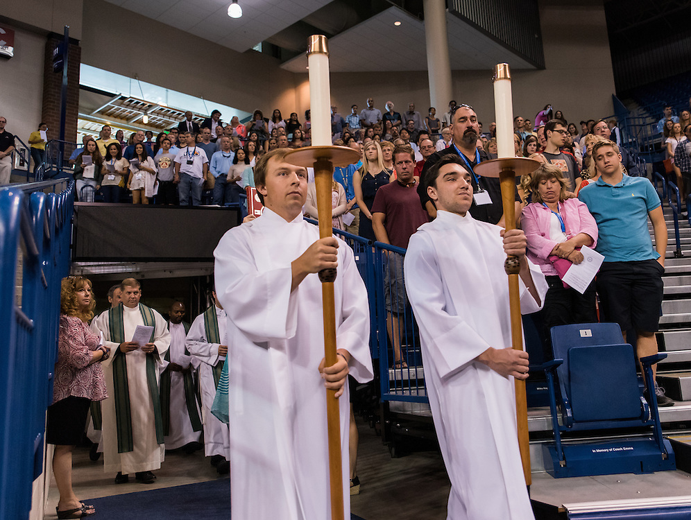 The Class of 2020 at Mass with families on Aug. 28 in McCarthey Athletic Center. (Photo by Edward Bell)