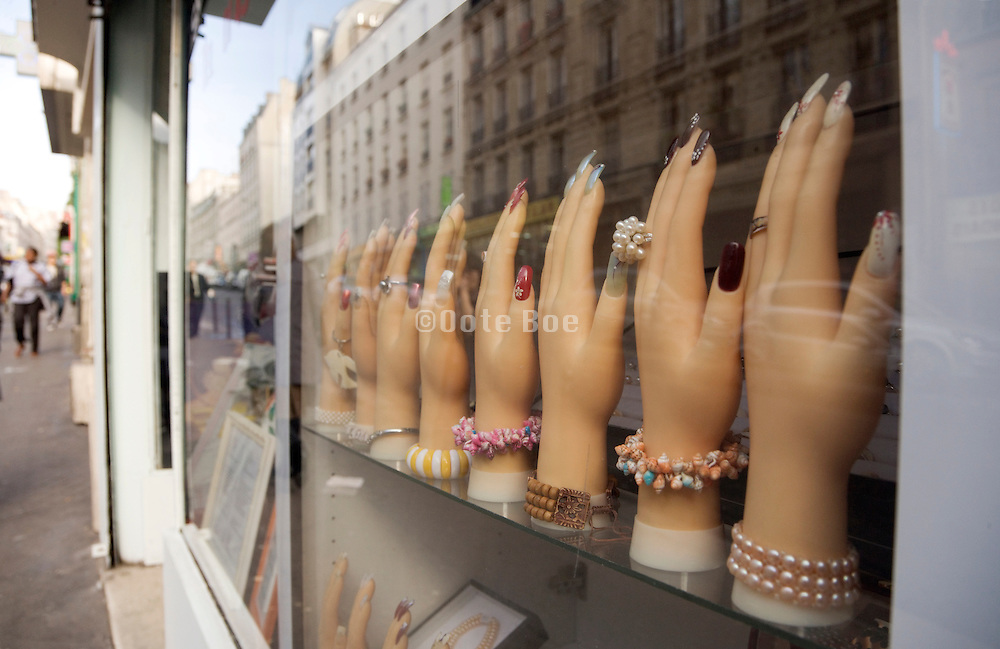 window display for nail extension and jewelry Paris