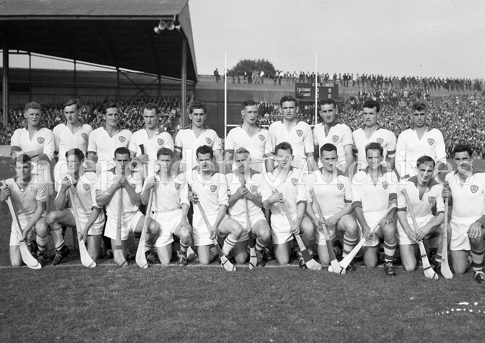 The Waterford team that played Kilkenny in the All-Ireland hurling final re-play on 4/10/59 (Part of Independent Newspapers Ireland/NLI Collection)