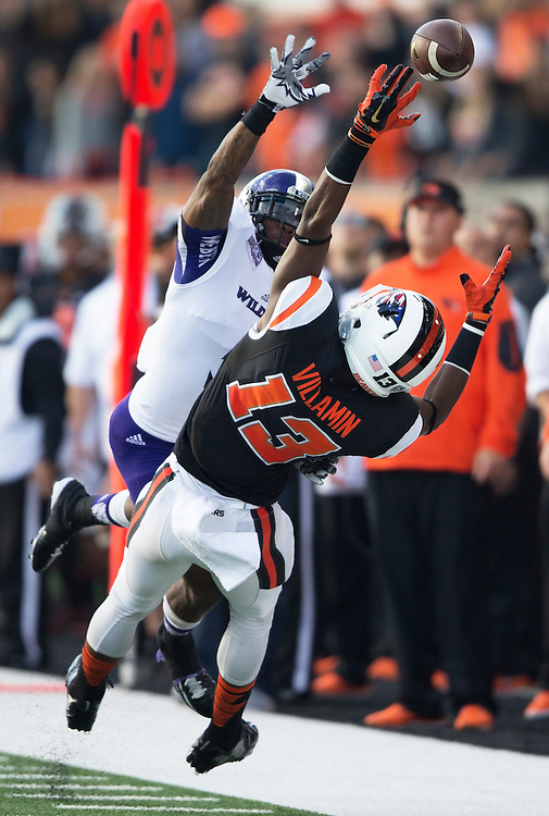 Oregon State's Jordan Villamin can't make a catch during the Beavers' 26-7 victory over Weber State in the 2015 season opener in Reser Stadium, in Corvallis, on Friday, Sept. 4, 2015.