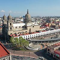 Toluca, México.- Aspectos de la remodelación de los Portales de la cudad de Toluca que han sido pintados en tono claro. Agencia MVT / Mario Vázquez de la Torre.