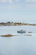 Båt i ytterskärgården vid Kallskär i Stockholms skärgård/ Stockholm archipelago Sweden