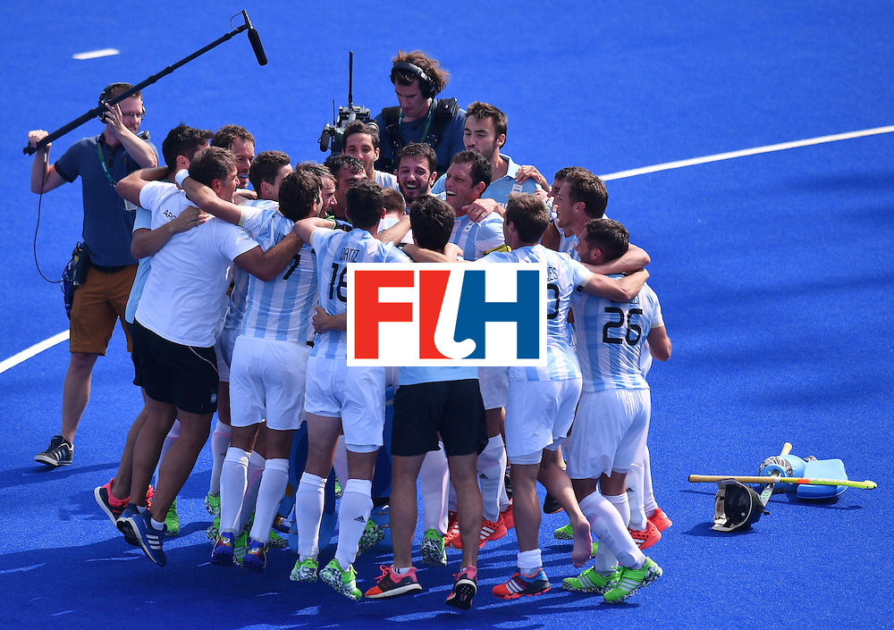 Argentina's players celebrate winning the men's semifinal field hockey Argentina vs Germany match of the Rio 2016 Olympics Games at the Olympic Hockey Centre in Rio de Janeiro on August 16, 2016. / AFP / Carl DE SOUZA        (Photo credit should read CARL DE SOUZA/AFP/Getty Images)