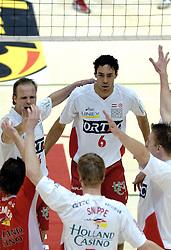 04-03-2006 VOLLEYBAL: FINAL 4 HEREN: PIET ZOOMERS D - ORTEC NESSELANDE: ROTTERDAM<br /> In een mooie halve finale werd Piet Zoomers D met 3-1 verslagen door Ortec Nesselande / Jairo Hooi<br /> Copyrights 2006 WWW.FOTOHOOGENDOORN.NL