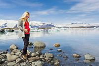 Young pregnant woman at Jökulsárlón