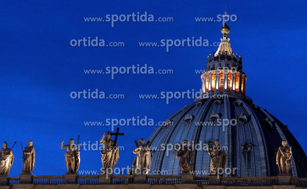 St Peter & Santa Croce, Vaticano, Rome, Italy, Europe, on April 7, 2005. (Photo by Vid Ponikvar / Sportal Images)
