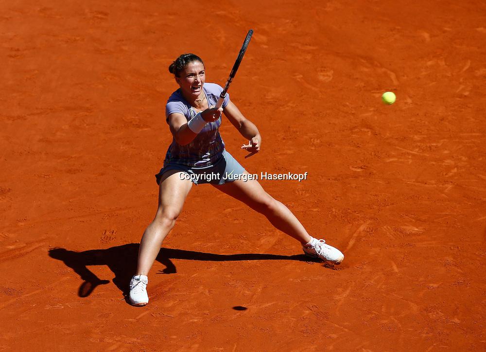 French Open 2013, Roland Garros,Paris,ITF Grand Slam Tennis Tournament, Sara Errani (ITA),<br /> Aktion,Einzelbild,Ganzkoerper,Querformat,von oben,