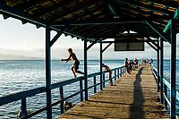 Trapiche na Praia de Canasvieiras. Florianópolis, Santa Catarina, Brasil. / Pier at Canasvieiras Beach. Florianopolis, Santa Catarina, Brazil.