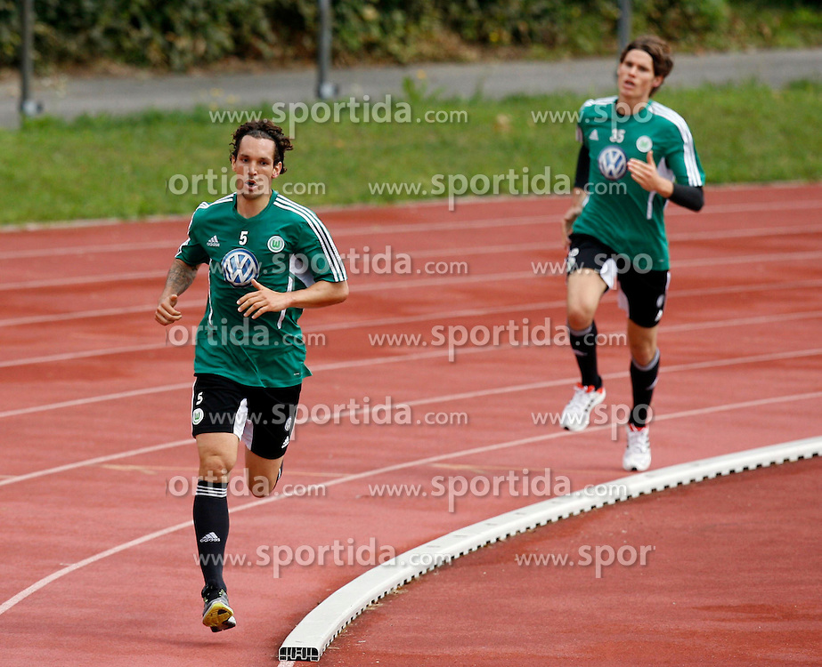 07.08.2012, Stadion Lind, Villach, AUT, VfL Wolfsburg Trainingslager, im Bild Emanuel Pogatetz (Wolfsburg) und Marwin Hitz (Wolfsburg) waehrend einer Trainingseinheit // during the training session from VfL Wolfsburg on 2012/08/07. EXPA Pictures © 2012, PhotoCredit: EXPA/ Oskar Hoeher.