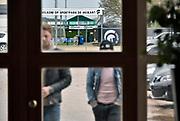 Nederland, Groesbeek, 3-1-2018Voetbalclub Achilles 29 is failliet verklaard door de belastingdienst. Bij partycentrum de Linde wporden spelers en andere betrokkenen ingelicht tijdens een bijeenkomst met de curator.De club uit het dorp Groesbeek speelt al eneige jaren betaald voetbal in de jupiler league, 2e divisie. Spelers betreden het gebouw.Foto: Flip Franssen