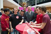 03 JUL 2013, BERLIN/GERMANY:<br /> Peer Steinbrueck, SPD Kanzlerkandidat, trifft 150 junge Europaeer und Europaeerinnen zum Thema Jugendarbeitslosigkeit, Willy-Brandt-Haus<br /> IMAGE: 20130703-02-065<br /> KEYWORDS: Peer Steinbrück, Jugend, Jugendliche