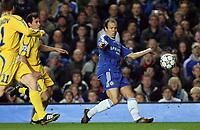 Photo: Paul Thomas.<br /> Chelsea v Levski Sofia. UEFA Champions League, Group A. 05/12/2006. <br /> <br /> Arjen Robben of Chelsea shoots for goal.